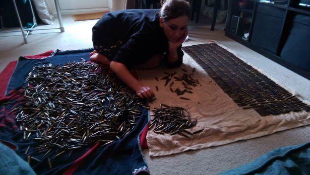 Matka Alexandra počíta náboje vylovené magnetom