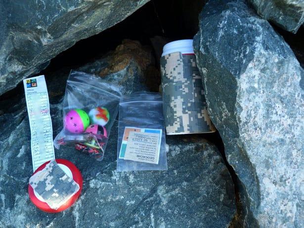 Keška ukrytá mezi kameny