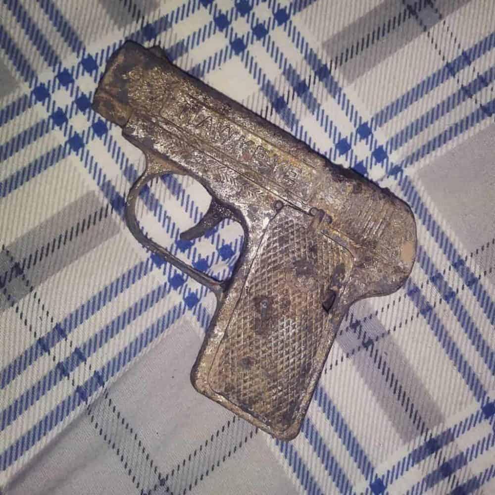 Zbraň objevena magnetem