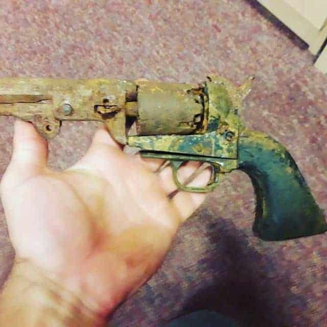 zkorodovaný revolver