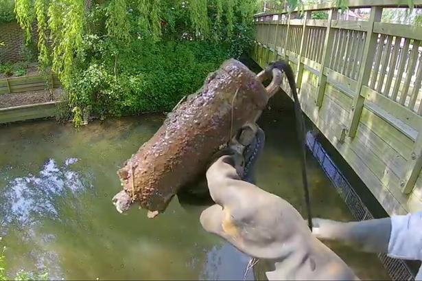Granát nalepený na fishing magnetu
