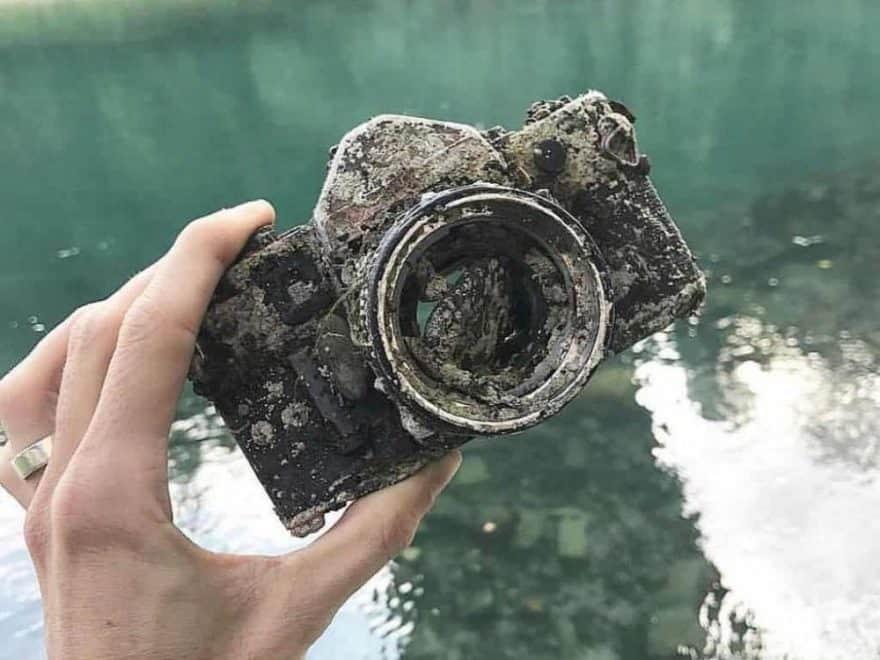 Granáty a foťák: 18 vzácných magnet fishing úlovků