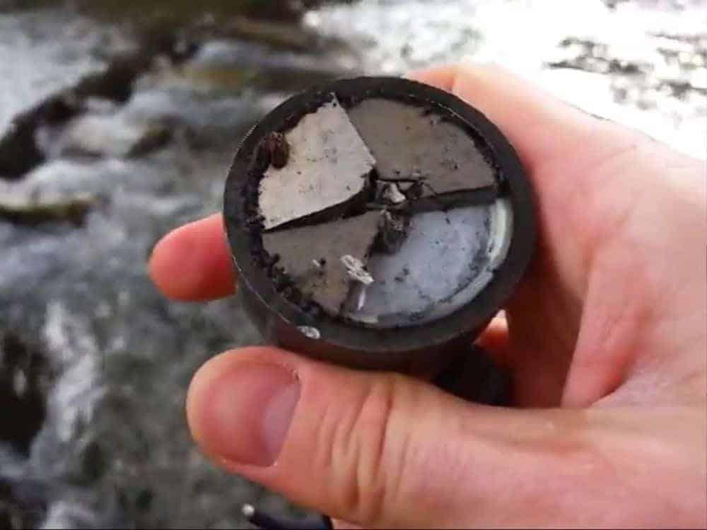 Praskl vám magnet? Vyrobte pouzdro, které zabrání, aby se magnet rozletěl
