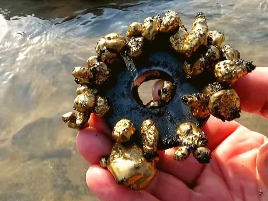 Dá se najít zlato s magnetem? Můžete vybrat mince z fontány?