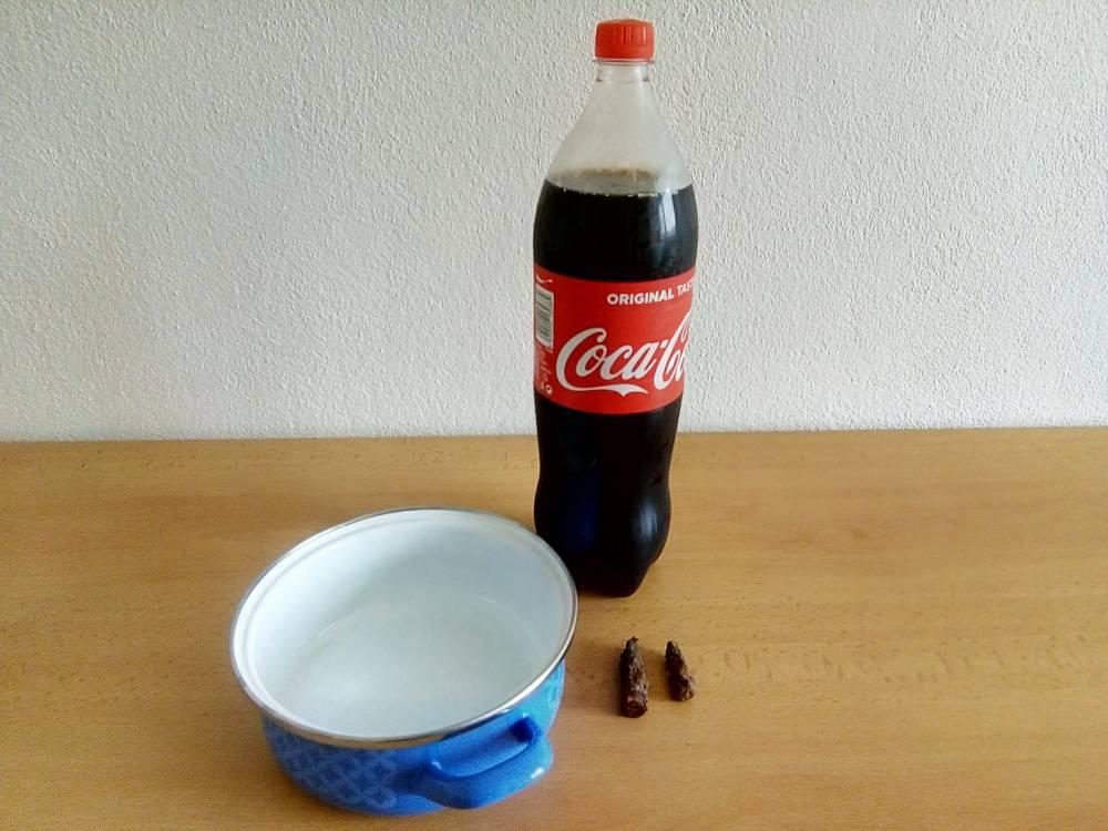 [EXPERIMENT] Odstraní Coca-cola rez za 12 hodin